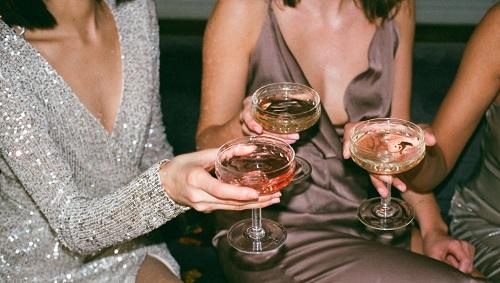 vegan alkohol feiern frauen