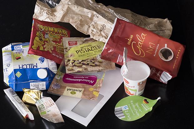 Verpackungsmüll mit Bestandteilen von Plastik